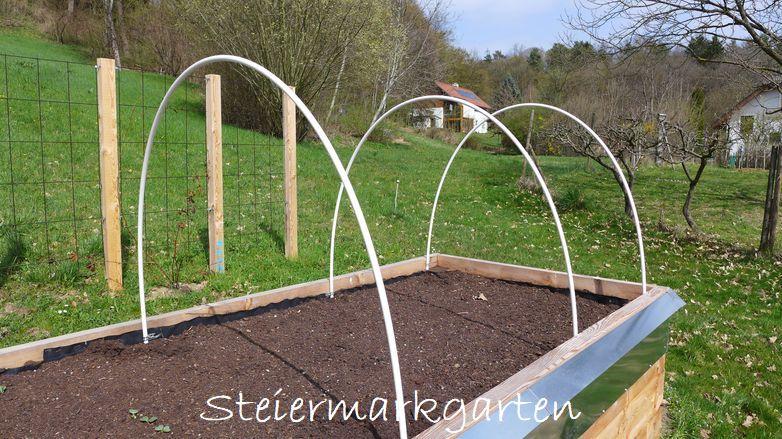 Hochbeet-mit-Röhren-für-Vogelschutznetz-Vlies-Folie-Steiermarkgarten