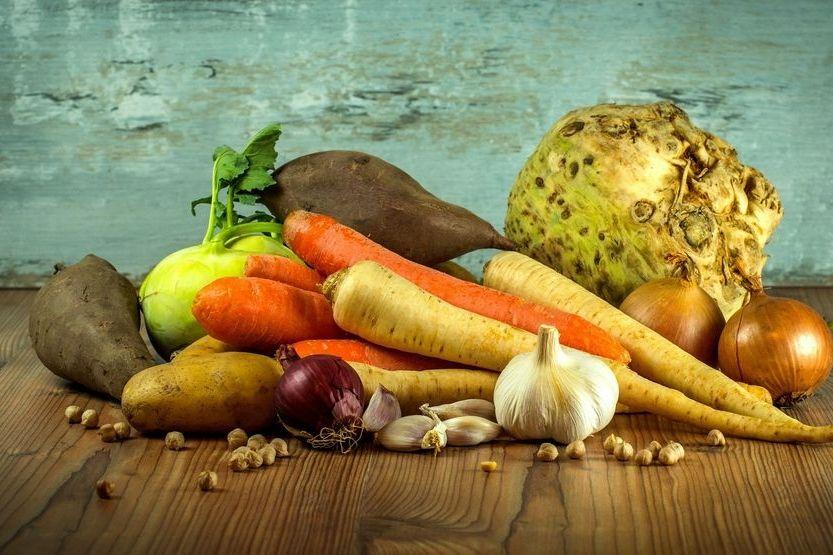 Suppe (Brühe) aus Gemüseresten